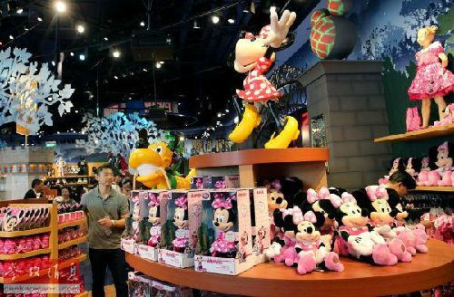 美媒:上海迪士尼为中国家庭量身打造 充满