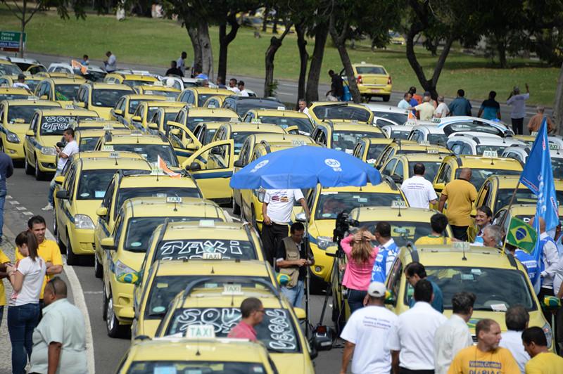 里约出租车司机工会领导人表示,此次抗议活动针对所有开黑车的