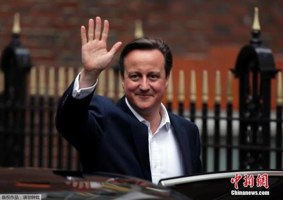 英首相用一窝蜂形容偷渡者被批非人性化
