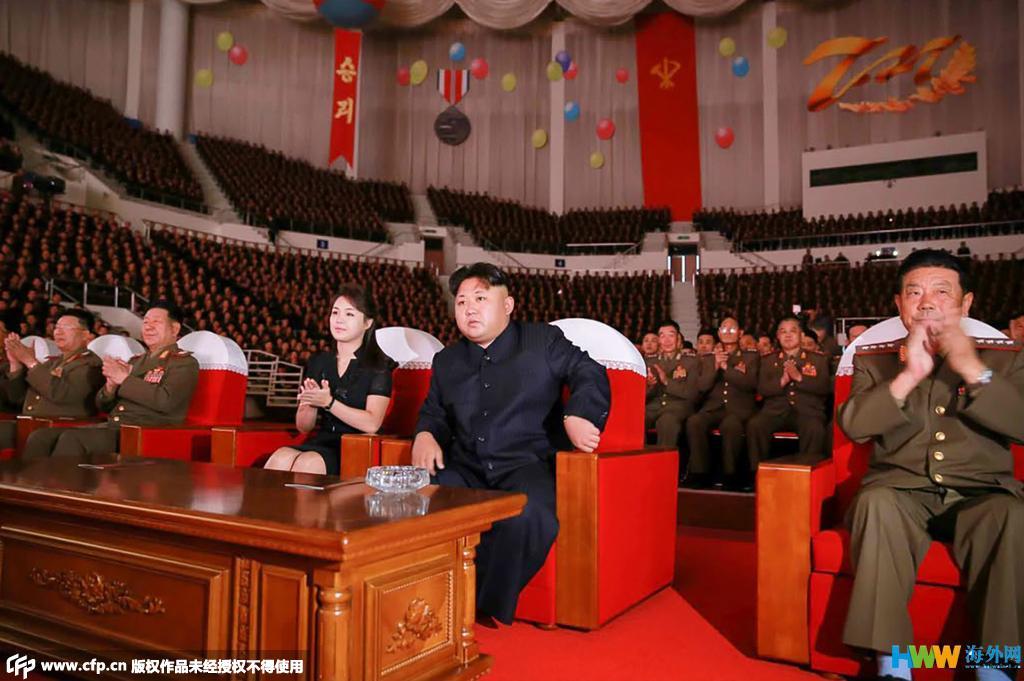 金正恩携妻观看朝鲜国家合唱团演出