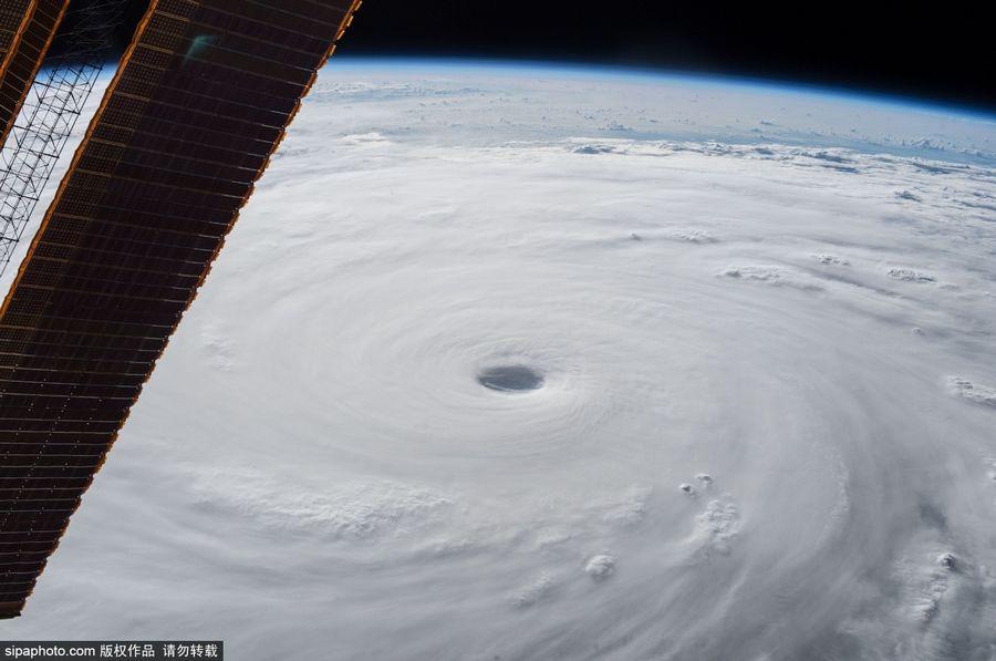 "NASA宇航员太空拍超强台风""苏迪罗""【组图】"