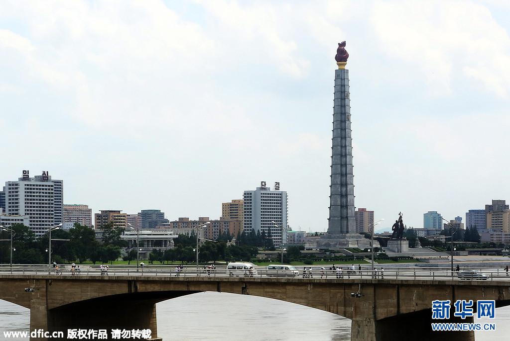 ,朝鲜平壤,随韩国前总统金大中的遗孀李姬镐访问朝鲜的一名摄