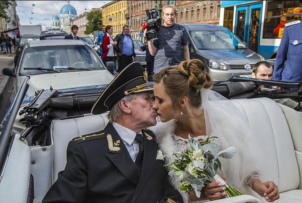 俄罗斯84岁影星迎娶24岁娇妻