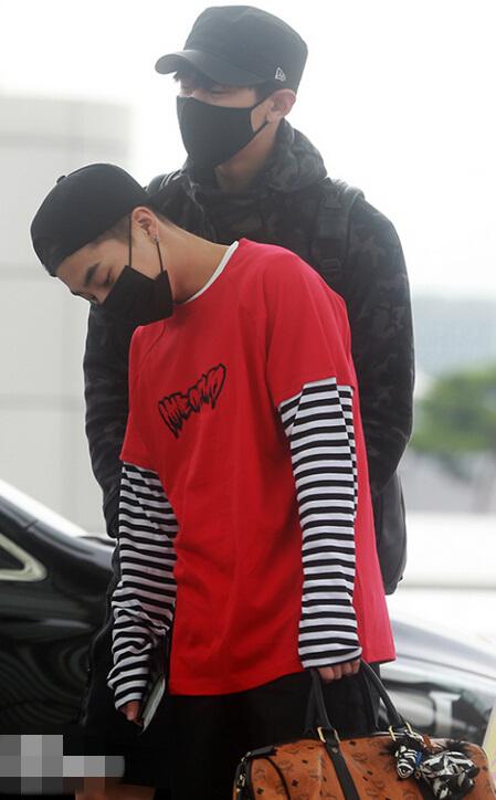 EXO现身机场前往重庆 伯贤亲切挥手世勋帅气