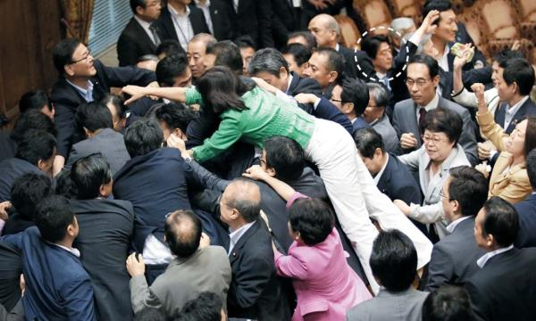 The Senate of Japan forced voting Security Act of Japan will be launched Japan's Congress War