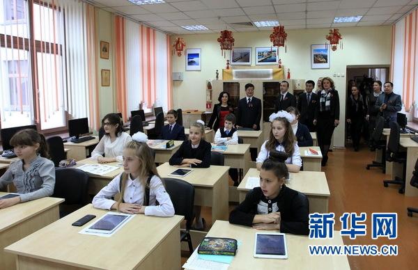 白俄罗斯一家教汉语的中学获中兴公司资助