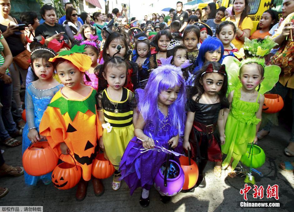 菲律宾小学生上街万圣节v小学小鬼头参加a小学阅读小学语文课下册五内年级图片