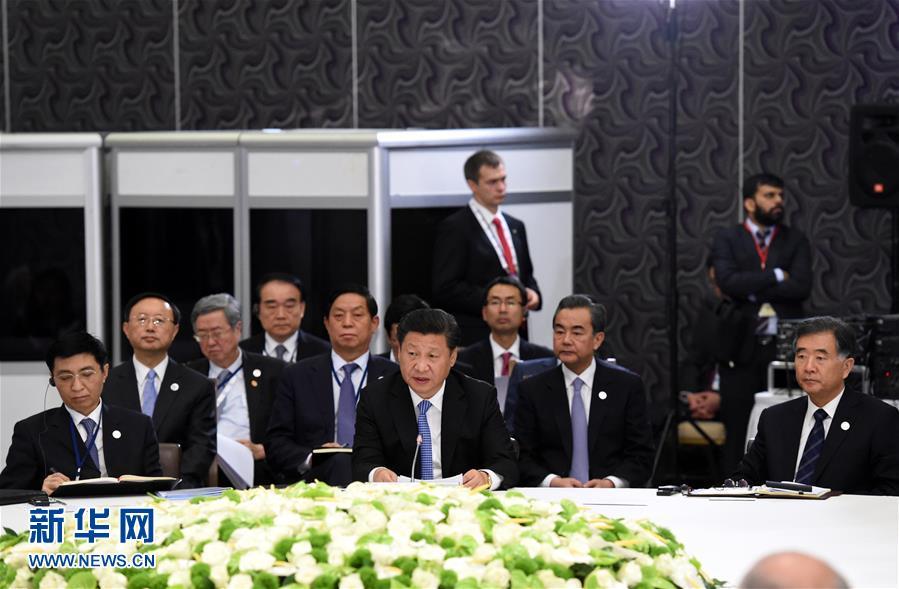 11月15日,金砖国家领导人非正式会晤在土耳其安塔利亚举行,中国国家主席习近平、俄罗斯总统普京、印度总理莫迪、南非总统祖马、巴西总统罗塞夫出席。习近平在会上发表题为《开拓机遇应对挑战》的重要讲话。 新华社记者 饶爱民 摄