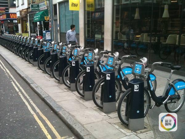 > 大杂烩        伦敦街头提供公共自行车,倡导低碳出行.