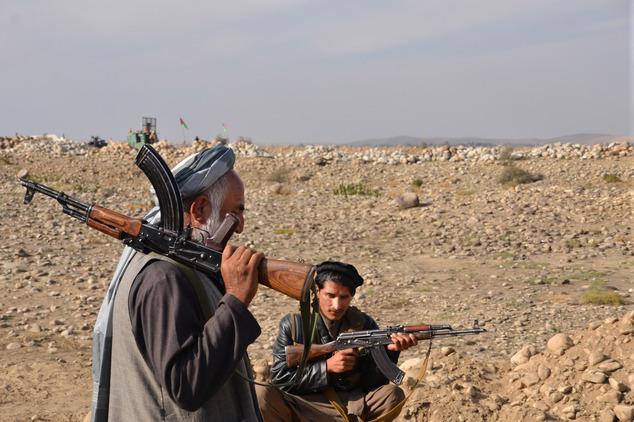 古代斩首-血腥复仇:4名ISIS恐怖分子被枭首示众(组图)