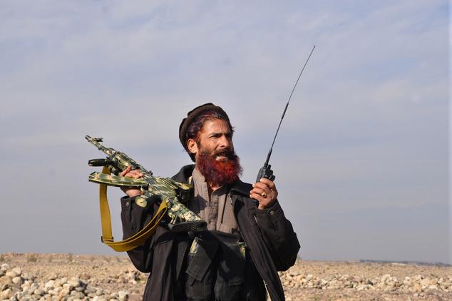 古代斩首-血腥复仇 4名ISIS恐怖分子被枭首  民兵组织成员.