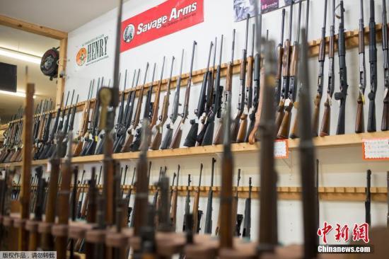 美国接连发生的枪支暴力时间让控枪问题在民间引发巨大争论。