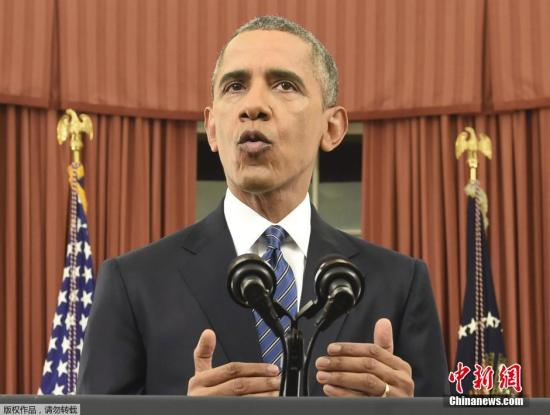 当地时间2015年12月6日,美国华盛顿,美国总统奥巴马于白宫椭圆办公室发布重要演说,对南加大规模枪击案发生后美国应对恐怖威胁以及如何打击极端组织做出说明。