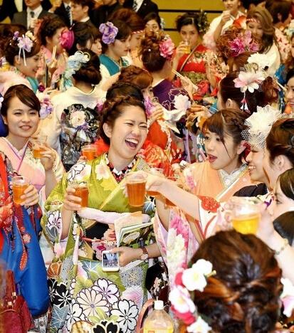 日本成人式美女生秀和服v女生(少女)组图袖半宽松图片