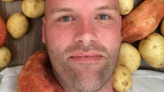 男子吃土豆番薯戒食物瘾专家:饮食均衡才健康