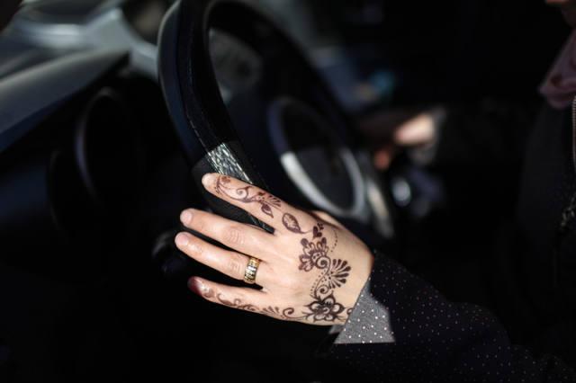 加沙禁女学员单独与男教练学车