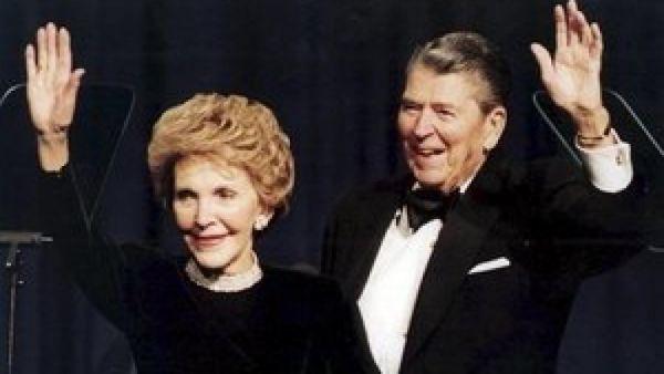 法媒关注南希·里根逝世 奥巴马赞其慈善事业贡献