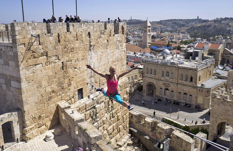 组图子耶路撒冷美女上演高空扁带穿越(校服)美女图片日本老城图片