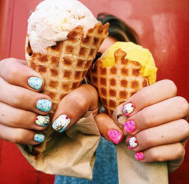 冰淇淋色美甲风靡欧美 缤纷色彩点亮炎炎夏日