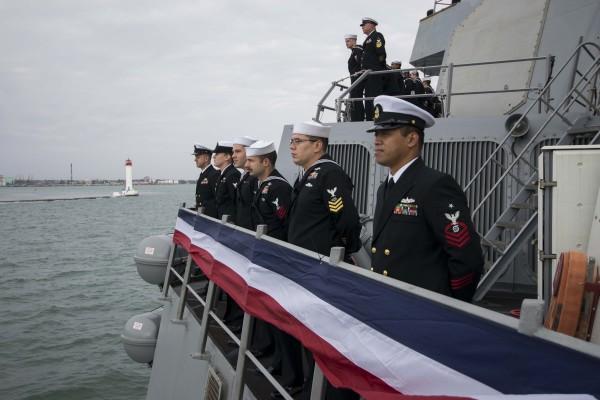 """美国军舰进入黑海水域俄方将作出""""回应"""""""
