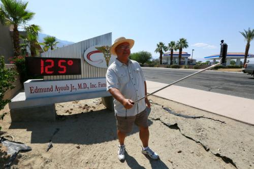 亚利桑那州/热浪席卷全球:人行道可煎蛋车厢里烤比萨(组图)