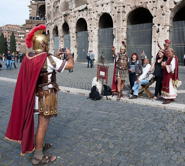 """罗马市长明令禁止""""角斗士""""在景区招揽生意"""