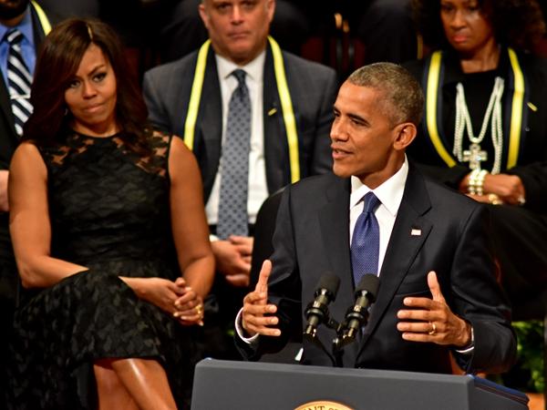 """奥巴马卸任后将出书""""谋生"""" 夫妇收入有望高达3亿元"""