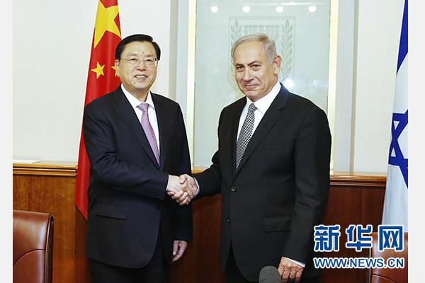应以色列议长埃德尔斯坦邀请,全国人大常委会委员长张德江9月19日至22日对以色列进行正式友好访问。这是9月19日,张德江在耶路撒冷会见以色列总理内塔尼亚胡。 新华社记者鞠鹏摄