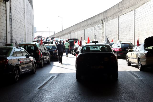 葡萄牙数千出租车早高峰示威抗议网约车