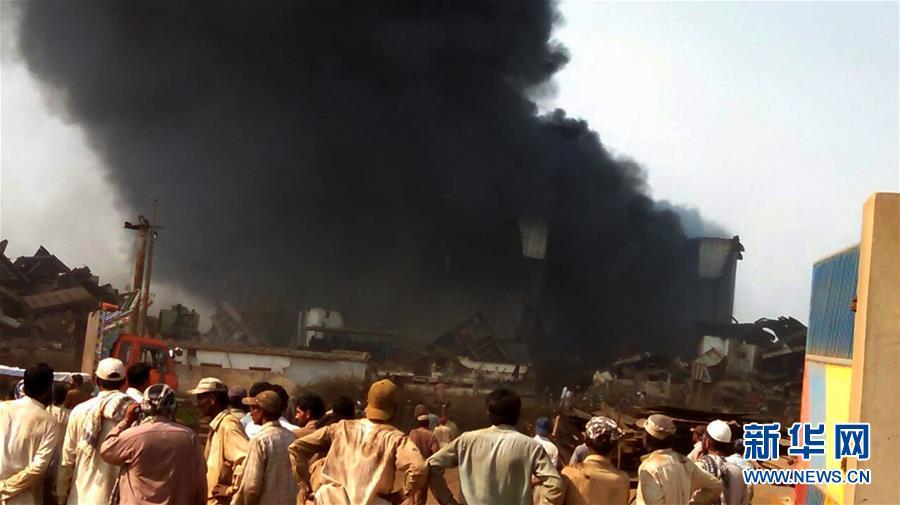 (国际)(1)巴基斯坦一拆船码头发生爆炸
