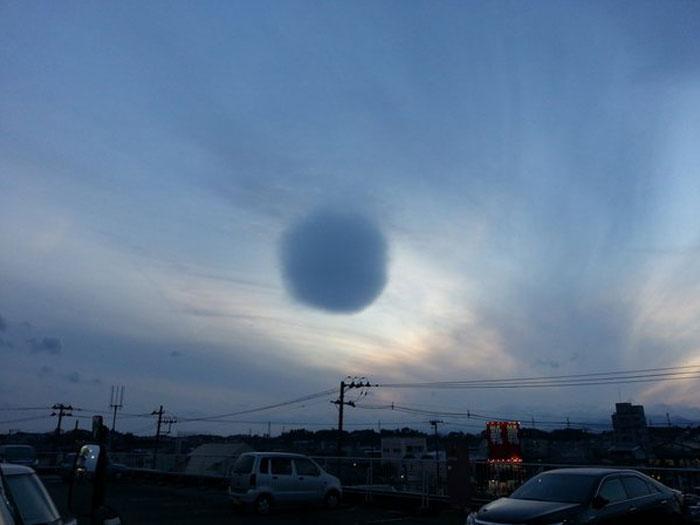 日本城市上空惊现球形云团 场面似动画 组图图片
