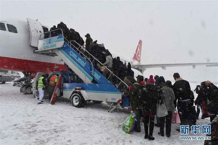 因暴风雪天气 土耳其伊斯坦布尔取消数百架次航班(图)