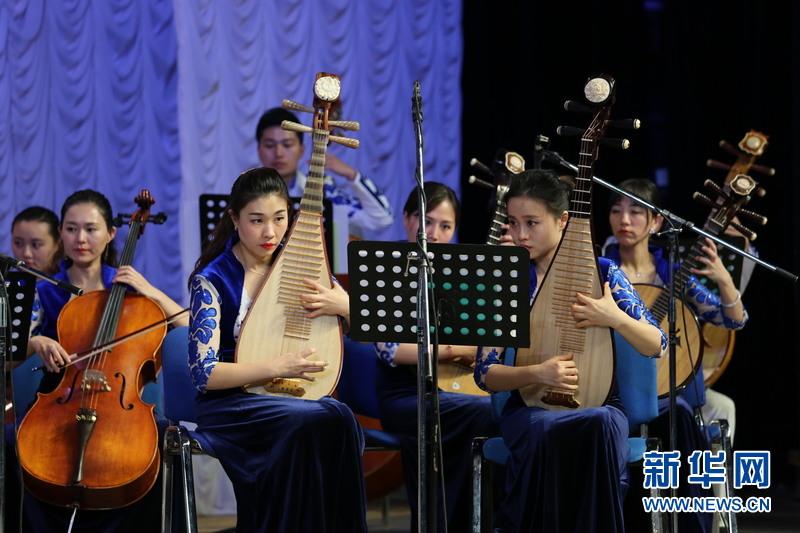 哈萨克斯坦与中国建交25周年音乐会在阿斯塔纳举行(组图)