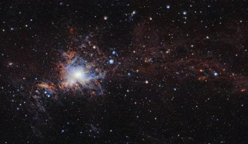 红外望远镜拍摄猎户座分子云斑斓色彩纵横交错(图)