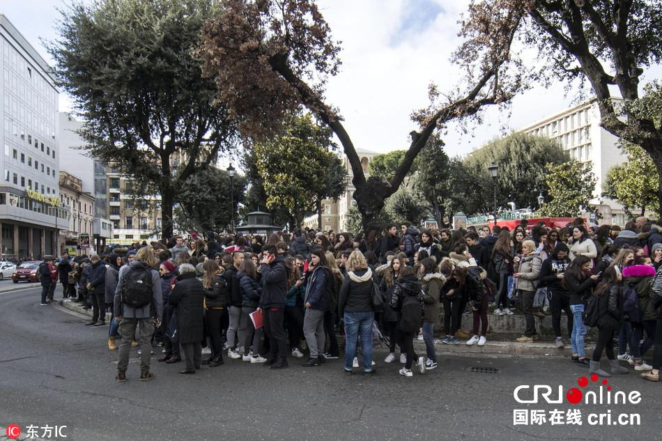 意大利中部连发3次5级以上地震 罗马地铁停运