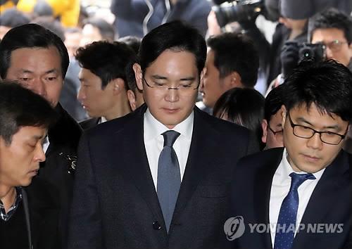 三星掌门人被批捕 韩媒:涉与崔顺实共谋向朴槿惠行贿