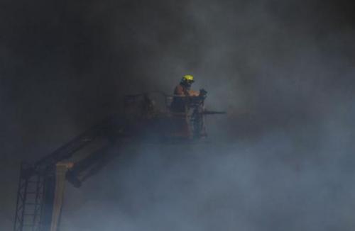 澳悉尼郊区垃圾回收中心起火 尚无人员伤亡报告