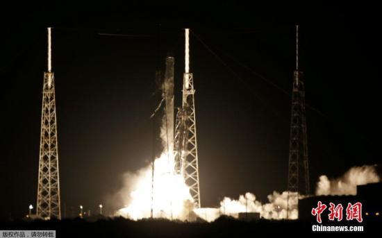 """美国航空航天局:""""龙""""货运飞船到达国际空间站"""