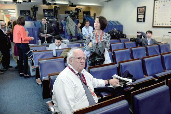 特朗普与媒体战争白热化,缺席记者会晚宴打破多年传统