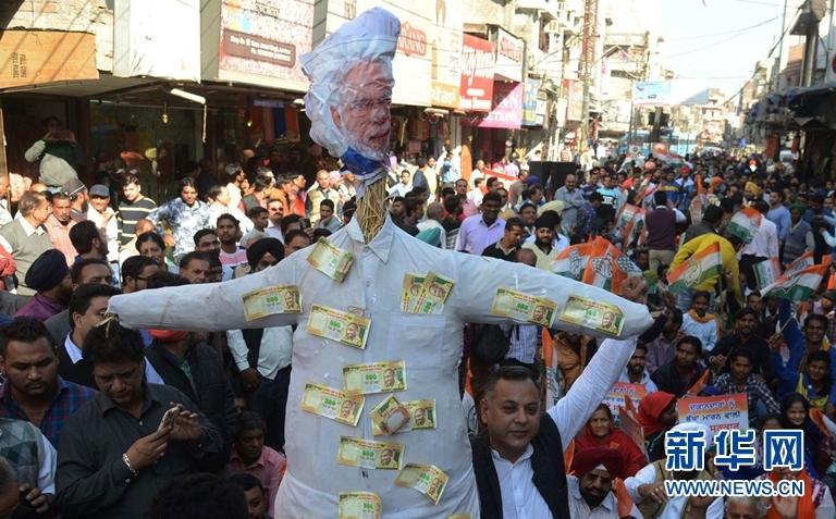 """印度""""废钞令""""风波致亿万富翁减少 经济放缓"""