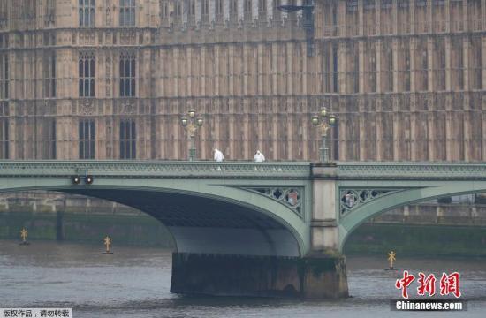 英国外交大臣:打击极端组织不能仅靠战场上的军事行动