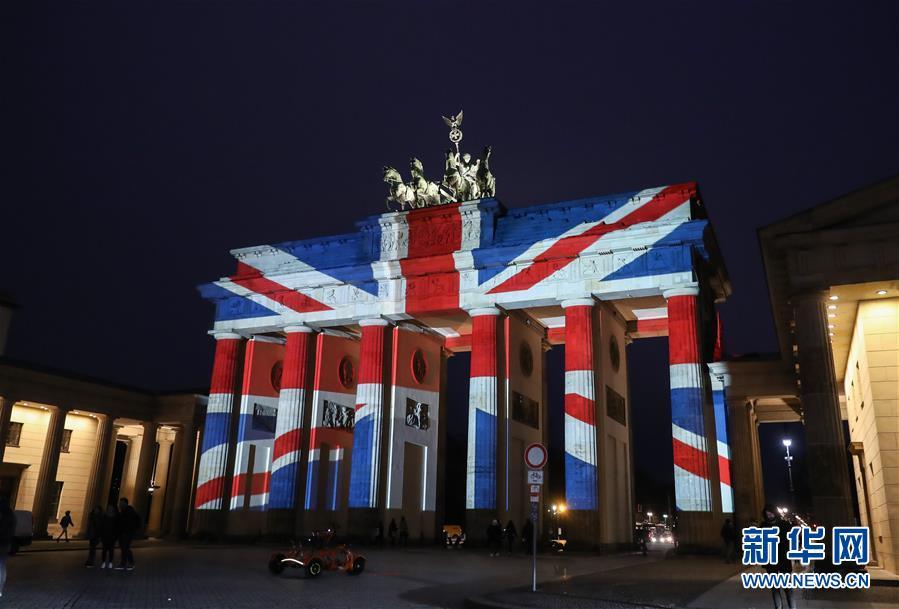 德国勃兰登堡门亮灯悼念伦敦恐袭遇难者(组图)