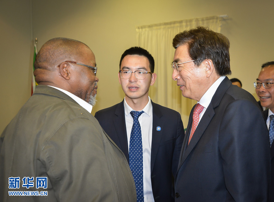 郭金龙与非国大总书记曼塔谢举行会谈