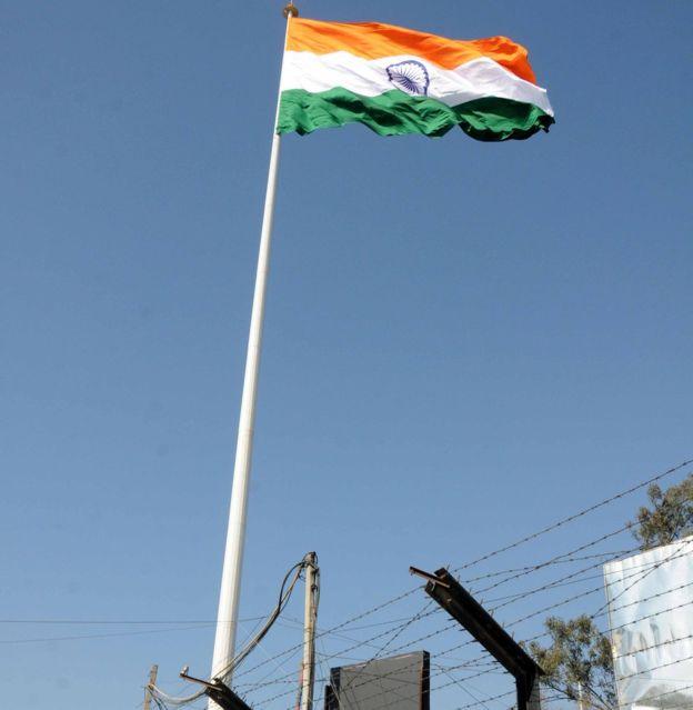 印度在印巴边界高处树国旗陷尴尬:没挂几天破了