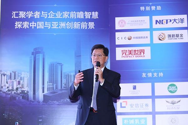 新加坡国立大学商学院院长杨贤教授讲话.照片由新加坡国立大学商学