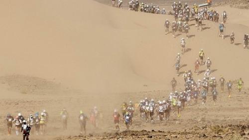 魔鬼马拉松:顶着烈日 撒哈拉沙漠跑6天