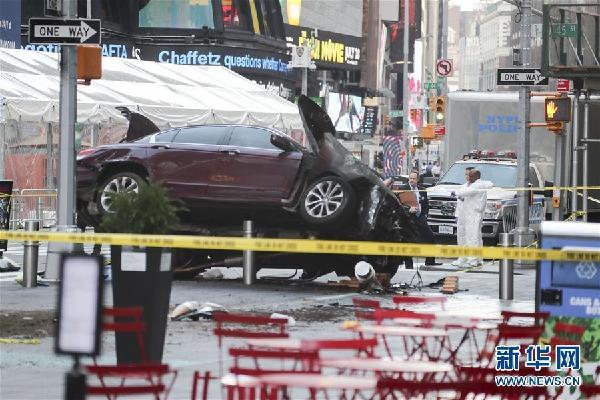 (国际)(1)纽约时报广场汽车冲撞行人致1死22伤