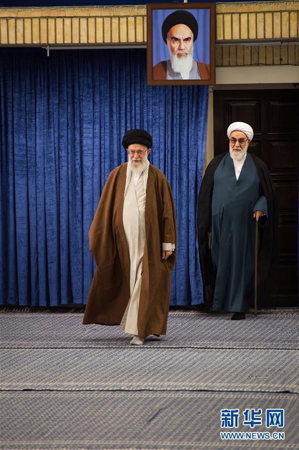 (国际)(2)伊朗最高领袖哈梅内伊参加总统选举投票