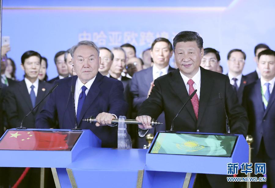 习近平同哈萨克斯坦总统纳扎尔巴耶夫共同参观阿斯塔纳专项世博会中国国家馆 并出席中哈亚欧跨境运输视频连线仪式