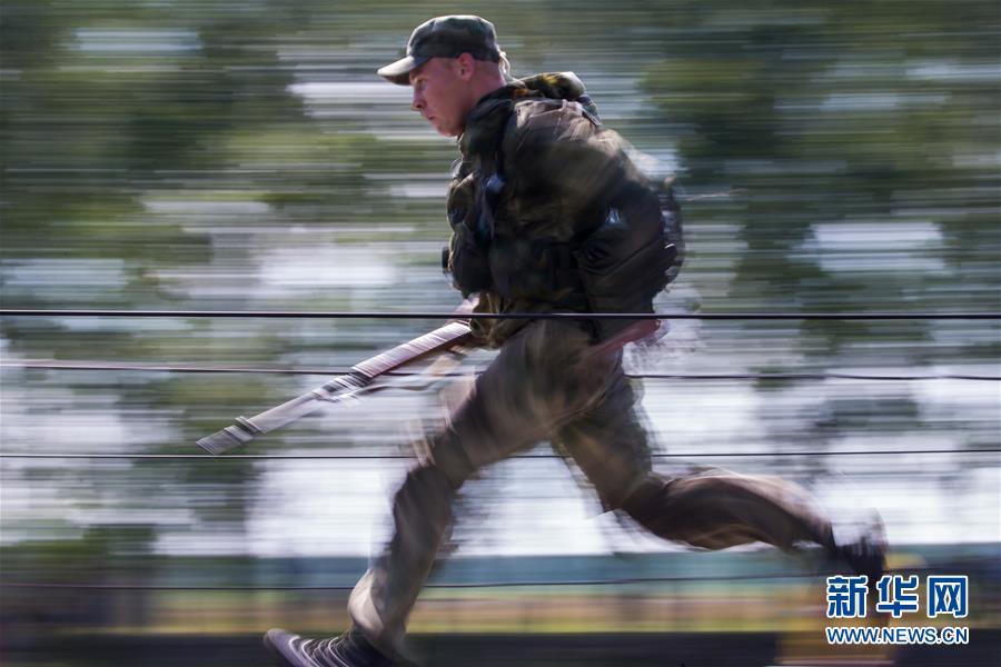 """(国际)(1)""""侦察尖兵""""国际军事比赛在俄罗斯新西伯利亚举行"""